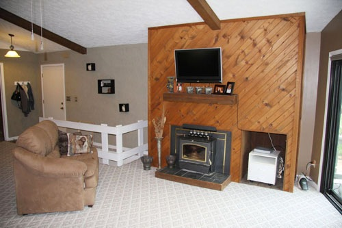 Apple Valley Home Great Room with Fireplace